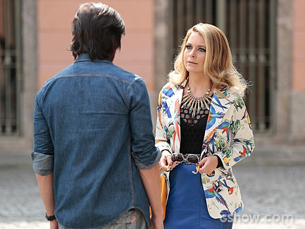 Pamela fica em pânico ao reencontrar Herval em seu primeiro dia no Brasil (Foto: Felipe Monteiro / TV Globo)