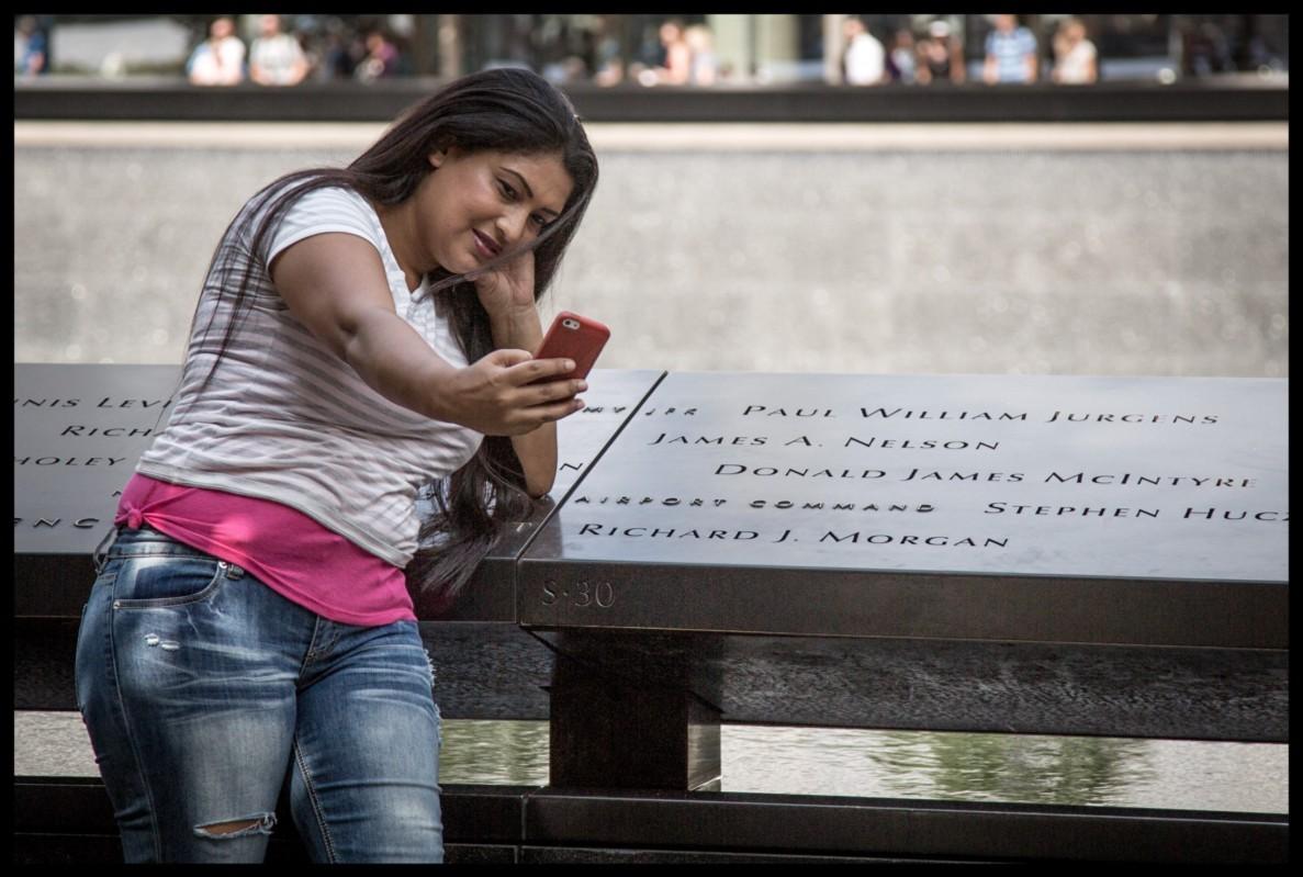 Selfies no Memorial do 11 de setembro (Foto: Gary He / Medium)