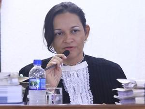 20.nov.2012 - A juíza Marixa Fabiane Rodrigues, no detalhe dentro do Fórum de Contagem, no início do segundo dia  (Foto: Maurício Vieira/G1)