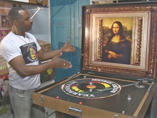 fe22d04a471 Hamilton Mendonça apresenta sua vitrola Bigger Best em sua loja de discos  em São Paulo (