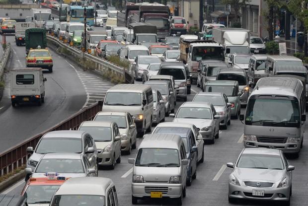 Foto mostra congestionamento de veículos em Tóquio nesta sexta-feira (15). (Foto: AFP Photo/Toru Yamanaka)