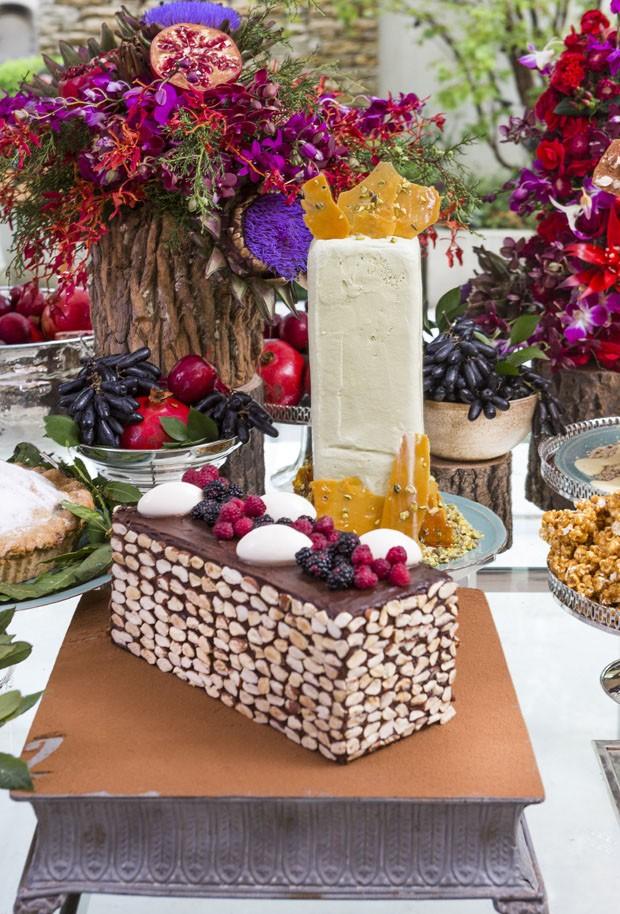 Mesa de Natal decorada com flores e frutas (Foto: Douglas Daniel)