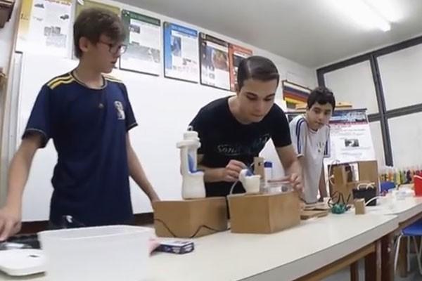 Estudantes fazem iniciação científica e patentearam ideia (Foto: Divulgação | TV Integração )