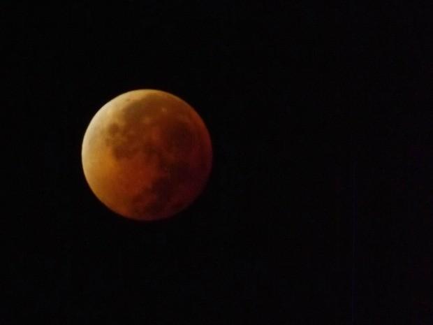 Walcimar Júnior acordou às 2h30 desta terça-feira (15) para acompanhar o eclipse lunar (Foto: Walcimar Júnior/Arquivo pessoal)