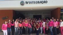 Colaboradores participam de ação do 'Outubro Rosa' (Divulgação)