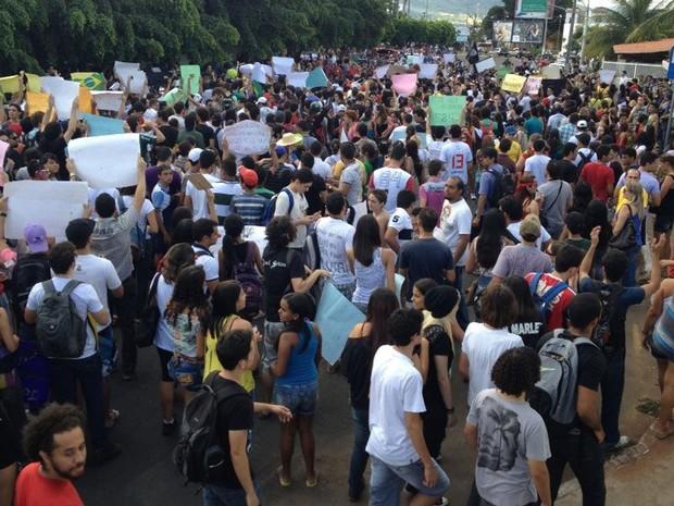 Juazeiro do Norte (CE): manifestantes caminham pelas ruas da cidade cearense nesta terça-feira (28) (Foto: Ericsson Coriolano/Arquivo pessoal)