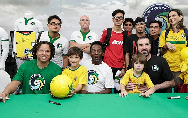 Cobi Jones, Pelé e Cantona no Cosmos (Foto: Divulgação / Site Oficial)