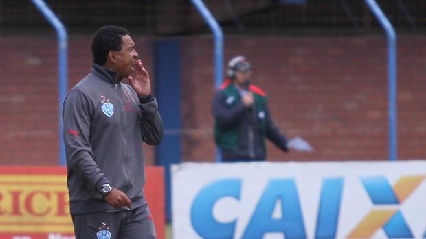 Rogerinho não gostou do viu em capo (Foto: Jamira Furlani/Avaí FC)