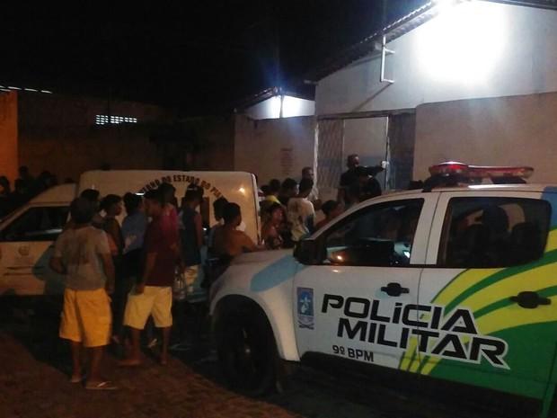 Corpo de jovem foi encontrado de casa no Mocambinho (Foto: Fernando Brito/G1)