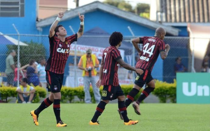 Londrina Atlético-PR Vinícius (Foto: Gustavo Oliveira/ Atlético-PR)