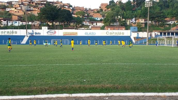Titulares ganharam de 3 a 1 dos reservas (Foto: Augusto Oliveira/GloboEsporte.com)