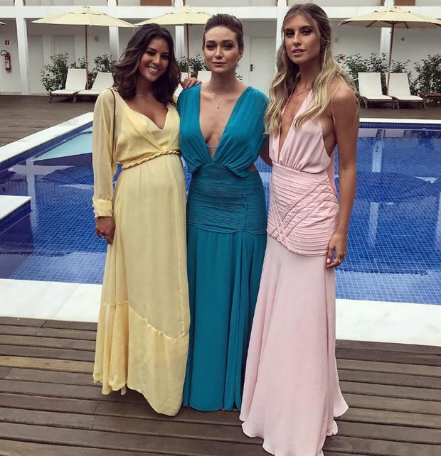 Yanna Lavigne posa com amigas em casamento (Foto: Reprodução/Instagram)