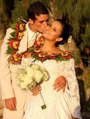 Magno de Oliveira Passos ao lado da esposa no Havaí (Foto: Reprodução/Facebook)