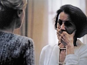 Gilda se emociona ao falar com Angela (Foto: O Rebu / TV Globo)