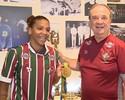 """Com """"medo de cair"""", Levir presenteia Rafaela Silva com camisa do Flu"""