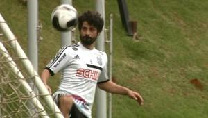 Cristian meia Ponte Preta (Foto: Carlos Velardi / EPTV)