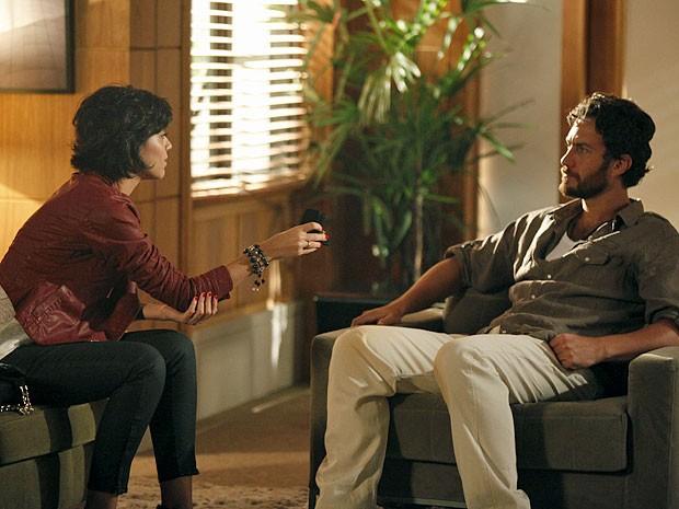 Miriam devolve anel a Rodrigo e se irrita com casamento (Foto: Divulgação/TV Globo)