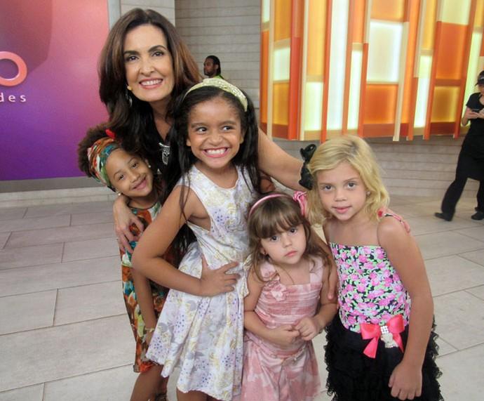 Fátima com as crianças que participaram do programa  (Foto: Carolina Morgado/Gshow)