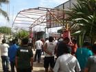 Servidores de Santana protestam após parcelamento de salários, no AP