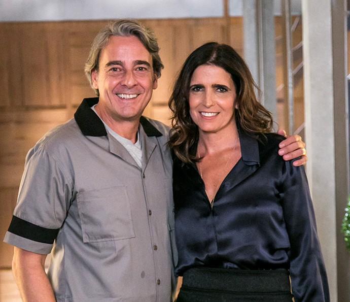 No primeiro encontro de Aparício e Rebeca após anos, ele estará vestido de faxineiro e ela vai tirar conclusões precipitadas (Foto: Paulo Belote/Globo)