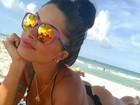 Aline Riscado volta a curtir praia em Miami
