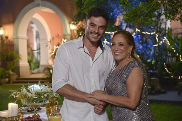 """Kiko Pissolato e Susana Vieira em """"Amor à Vida"""" (Foto: Raphael Dias / TV Globo)"""
