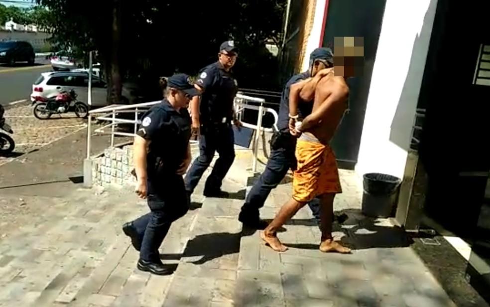 Jovem foi levado para a Central de Flagrantes (Foto: Divulgação/Guarda Municipal)