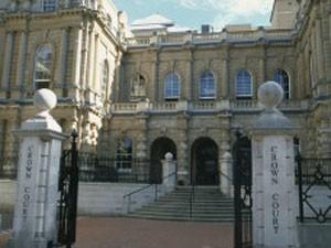 Caso dos gêmeos será julgado em dezembro, no tribunal de Reading (Foto: BBC)