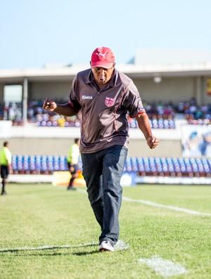 Técnico do CRB Sub-20, Ivanildo Santos lamenta oportunidade desperdiçada pelo ataque regatiano (Foto: Jonathan Lins / G1)