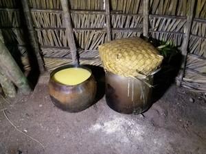 Ingerir chicha, bebida feita de milho, faz parte do ritual (Foto: Fernanda Bonilha/G1)