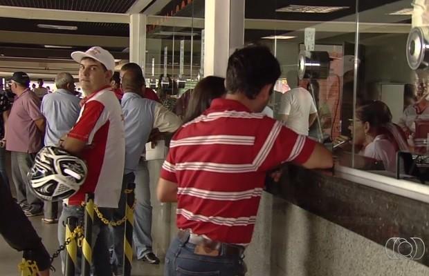 Donos de garagem reclamam de nova medida do Detran-GO Goiás (Foto: Reprodução/ TV Anhanguera)