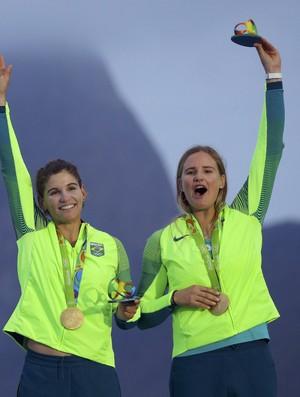 Martine Grael e Kahena Kuzne medalha de ouro na 49erFX
