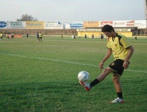Zagueiro Ronaldo Angelim treinando no Guarani de Juazeiro (Foto: Róbson Roque/Agência Miséria de Comunicação)