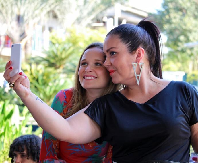 Selfie da jurada Ludmilla Soeiro e a atriz Fernanda Rodrigues (Foto: Carolina Morgado/Gshow)
