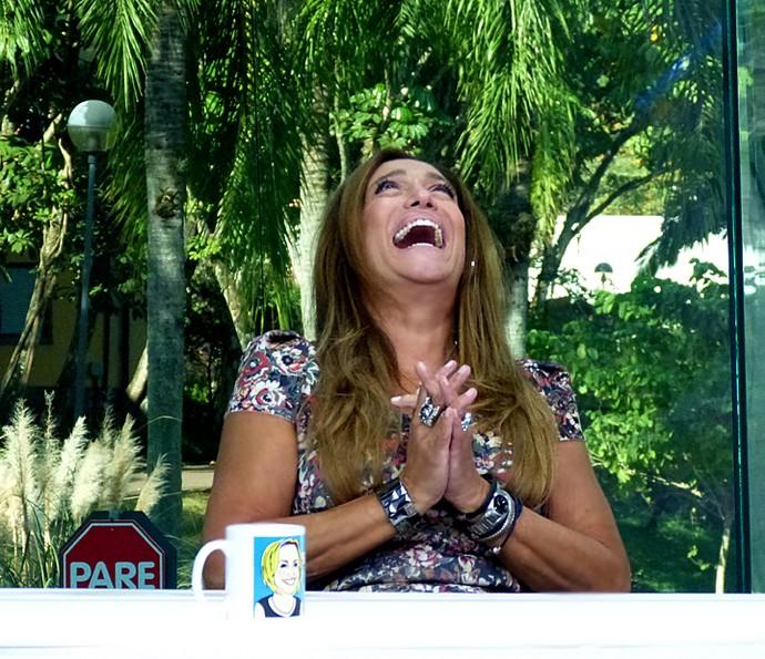 Susana Vieira cai na gargalhada durante o Vídeo Show (Foto: Cristina Cople / Gshow)