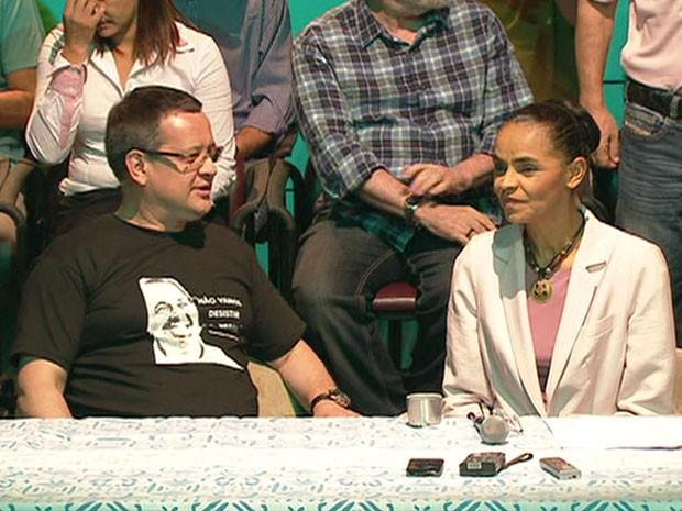 Ao lado de Beto Albuquerque, Marina Silva anuncia apoio a Aécio Neves (Foto: Reprodução / GloboNews)