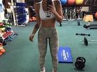 Kelly Key exibe cintura fininha em selfie durante malhação na academia