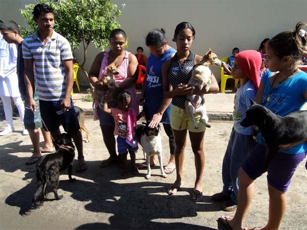 Moradores do bairro ficaram sem a castração dos animais neste sábado (Foto: Eduardo Guidini/ G1)