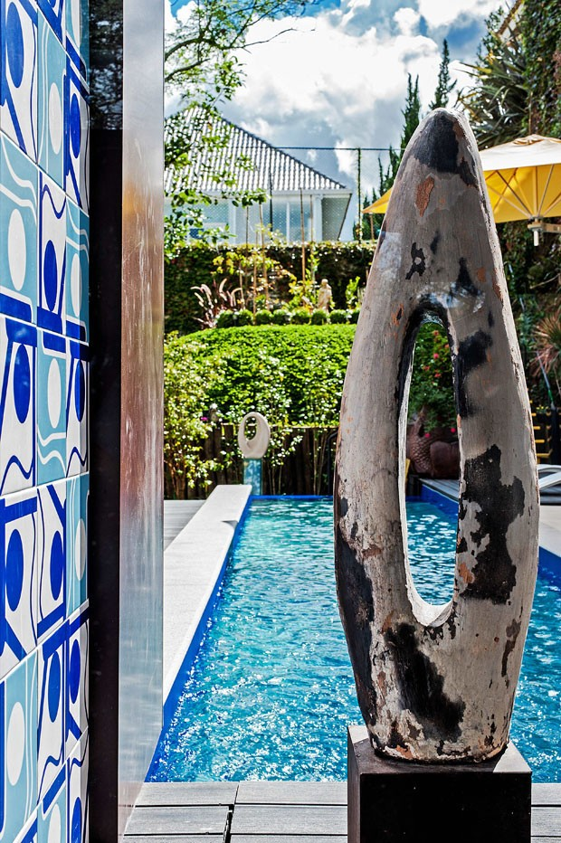Casa em Curitiba com traços modernistas (Foto: Rodrigo Ramirez / divulgação)