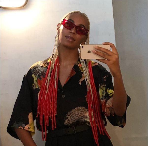 Solange Knowles: para ela, trançar os cabelos é um ato político, que remete à tradição africana   (Foto: Reprodução Instagram)
