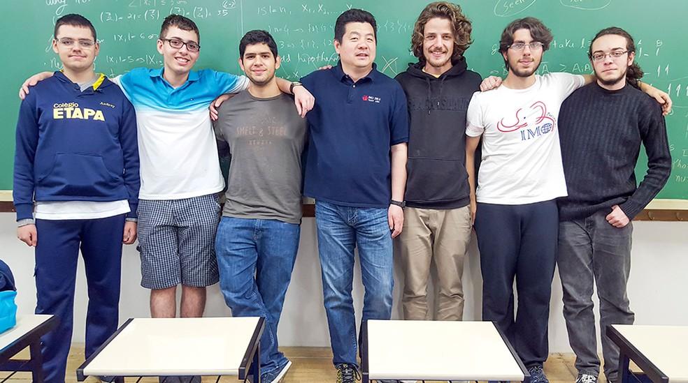 Resultado de imagem para alunos do ari de sá entre os 6 que vão represntar o brasil na olimpiada internacional de matemática
