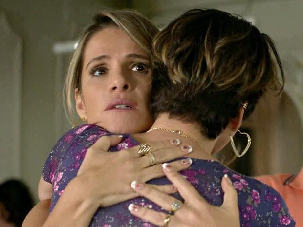 Marlene fica chocada ao ver Josy pedindo demissão (Foto: TV Globo)