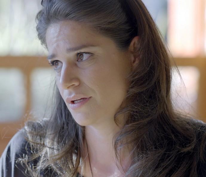 Tia da Camila pede para ela não participar do documentário (Foto: TV Globo)
