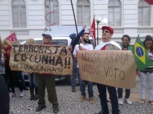 Em Curitiba, manifestantes protestaram contra Eduardo Cunha (PMDB-RJ) (Foto:  Célio Borba / VC no G1)