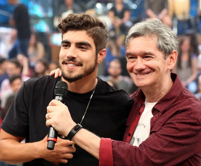Caio Castro e Serginho Groisman durante a gravação do Altas Horas (Foto: Carol Caminha/Gshow)