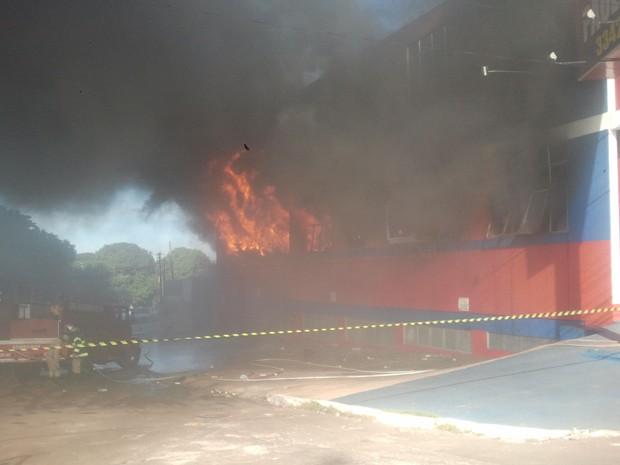 Incêndio em Campo Grande, MS (Foto: Reprodução/TV Morena)