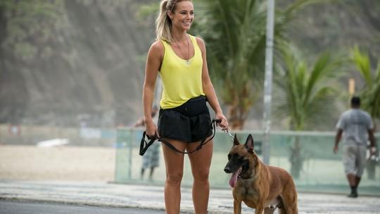 Paolla Oliveira mostra afinidade com o treinamento com cães: 'Em casa, dava uma adestrada'