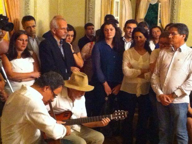 Edvaldo e Eliane Aquino cantam 'Eu sei que vou te amar' para Déda (Foto: Barreto)