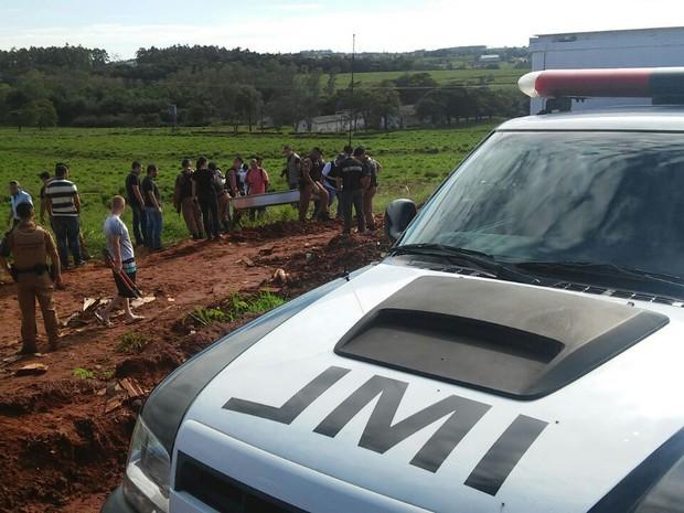 Suspeitos de sequestrarem e matarem filho de policial militar morreram durante um confronto na manhã desta quinta-feira (Foto: Rogério Pinheiro/RPC)