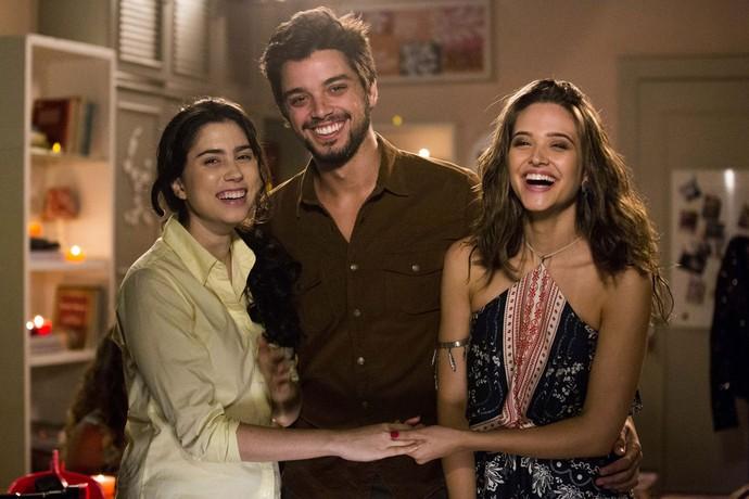 Olívia Torres, Rodrigo Simas e Juliana Paiva nos bastidores de 'Totalmente Sem Noção Demais' (Foto: Ellen Soares/Gshow)